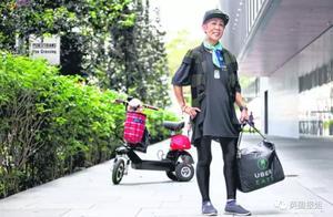 日本爷爷奶奶送外卖靠步行,网友:饿死了么?