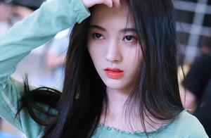 鞠婧祎被评为中国最美爱豆惹争议,杨超越不能拥有姓名吗