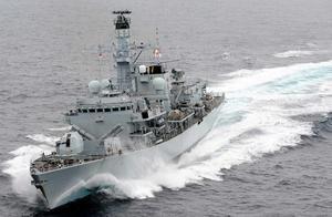 还是舰炮管用!伊朗海军准备强行扣押英国油轮,英军舰将其逼退