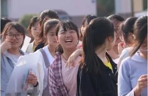 2019高考已经落幕,大丰考生们走出考场的瞬间!他们的笑容真美