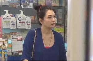 """女神老了!51岁邱淑贞独自购物皮肤松弛,身材发福成""""圆规""""型"""