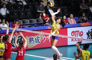 输输输!女排世界第一0-3遭遇4连败,中国女排争冠又少一劲敌