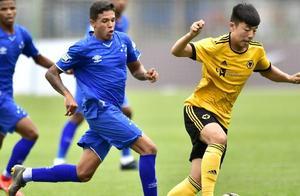 中国前锋代表英超劲旅首发出战,上赛季出战7场打进1球