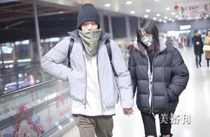高萌撒娇!郑爽和男友穿LV情侣装现机场,男友遭冷落向岳母告状?