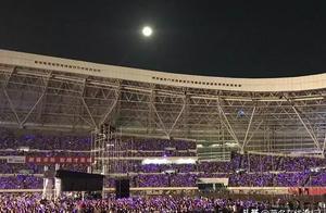 杨千嬅演唱会塞爆湛江,以后在茂名开演唱会六车道够用?