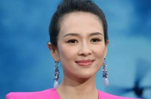 外媒特写的关晓彤,脸好小长得很标致,但巩俐的皮肤太厉害了吧