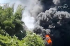 突发!广韶高速一辆载有32吨甲苯的运输车侧翻起火 无人员伤亡