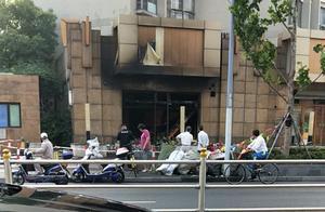 洛川中路一小区门口商铺突发火灾 无人员伤亡