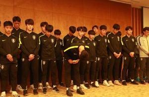 """韩国足协就""""踩奖杯""""事件发表声明,并向中国人民道歉。"""