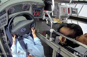 臭豆腐汁洒向公交司机险成事故,武汉63岁大爷被刑拘