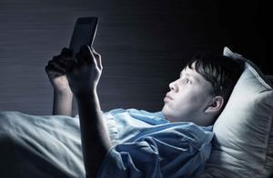 睡眠不足,大脑会提前老化,5大损伤无法逆转,你还敢熬夜?