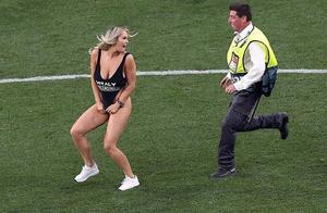 衣着暴露闯欧冠决赛女模涨粉250万后被封杀,她才是欧冠真球王