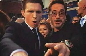 """《复联4》""""父子相拥""""幕后首曝光!钢铁侠竟然亲了蜘蛛侠一口?"""