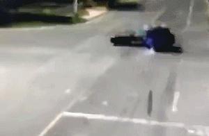 一奥迪试驾车高速飞驰出大事,1死4伤!坐后排的丈夫孩子没系安全带被甩出车外