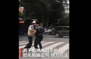 """""""我是外国人,不懂中国法规""""留学生骑电动车违规,推搡交警引发网友众怒"""