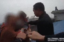 妻子跳楼丈夫看热闹?!民警救下人后咆哮:我代表所有人骂你!