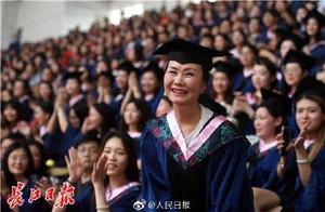 妈妈成学姐,55岁学霸妈妈上头条,说一说那些年开挂了的父母们
