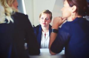 入职劳动合同什么时候签订?什么情况要求公司支付二倍工资补偿?