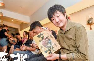 """电影""""灰猴""""跳伞到深圳,创造了一个伟大的比赛现场方言"""
