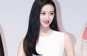 景甜乌黑长发女神,白色连衣裙演绎甜美女孩.