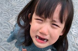 黄磊晒女儿大哭近照,小细节暴露是假拍
