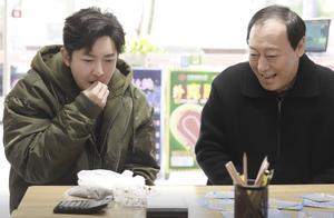 郭京飞荣获最佳男配角,荣誉背后是坚持不懈的奋斗还是运气爆棚?