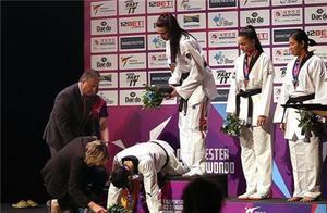 中国金牌被英国偷走!美女郑姝音痛哭失声:16年首次见这样的裁判