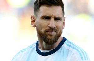 拒绝领奖!梅西赛后缺席颁奖典礼留在更衣室,恐遭南美足协追罚