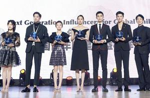 沈月张子枫和关晓彤同台,除身高差距外,谁注意到关晓彤的腿了?