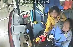 为两元车费起争执 湖北一女子抢夺公交车方向盘获刑三年