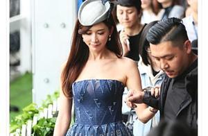 林志玲穿抹胸裙和唐嫣穿抹胸裙,体重相差20斤,效果惊人!