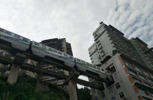 """山城重庆:从出行不便到""""魔幻立体交通"""""""