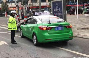 """四川一出租车顶屏显示""""被打劫"""" 警方:系车辆故障"""