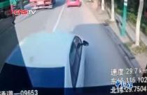 江西九江:男子驾车逼停公交车致三人受伤被刑拘