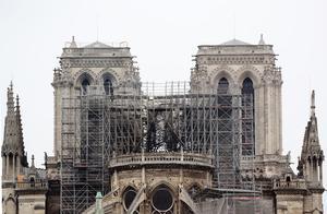 痛心!实拍火灾后的巴黎圣母院