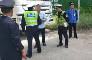 """公安、城管联动严查漏撒商砼车、""""黑渣土车""""等违规车辆"""