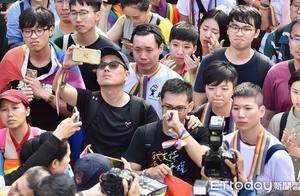"""台湾""""同婚专法""""三读通过 24日起同性可办理结婚登记"""