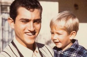 贝索斯首谈家庭往事:古巴继父抚养成长
