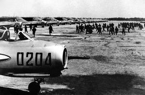朝鲜空战中,为何美国空军被揍得鼻青脸肿却假装不知道打自己的是苏联人