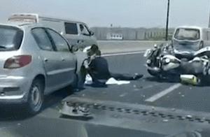 24岁辅警被撞牺牲,父母痛哭:我就你一个儿子!事故原因惹众怒→