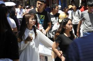 高温天挡不住吃货,济南芙蓉街游客热情不减