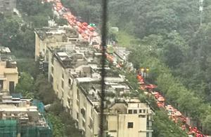 广州普降暴雨,学生可以延迟上学