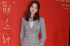 蔡卓妍穿西装不减甜美气质 胶原蛋白满满似少女