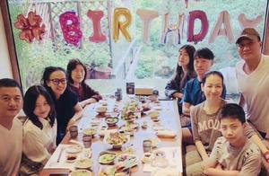 李嫣13岁生日宴,和爸爸李亚鹏温馨合影
