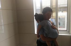 暖闻 车祸后萌娃趴民警肩上睡着,六一致电感谢恩施警察叔叔
