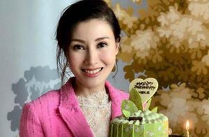 49岁李嘉欣欢乐庆生,黎姿成御用摄影师,小细节看出她们是真姐妹