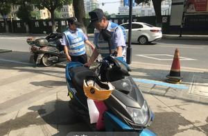 """海宁45位""""蓝马甲""""上线 市区非机动车停放有人管"""