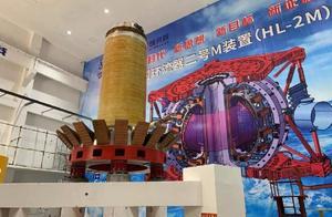 """挑战2亿度!中国新一代""""人造太阳""""安装启动"""