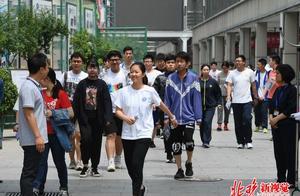 高考放榜时间表公布,北京23号可查成绩,填报志愿需注意什么?
