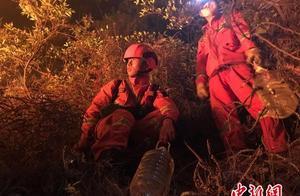 云南大理州弥渡县突发山火 森林消防正奋力扑救